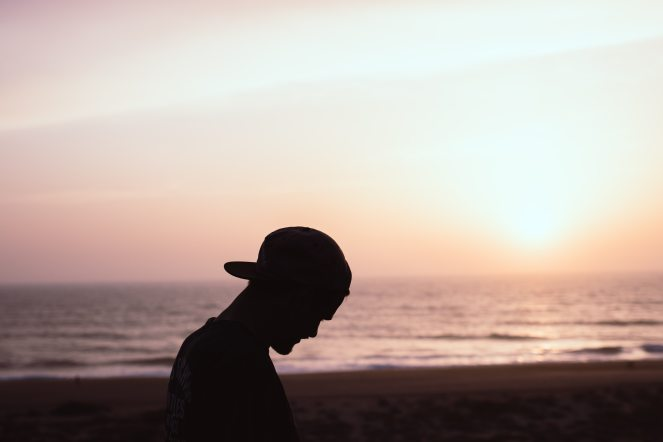 backlit-beach-cap-1086040
