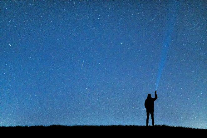 exploration-flashlight-human-957917