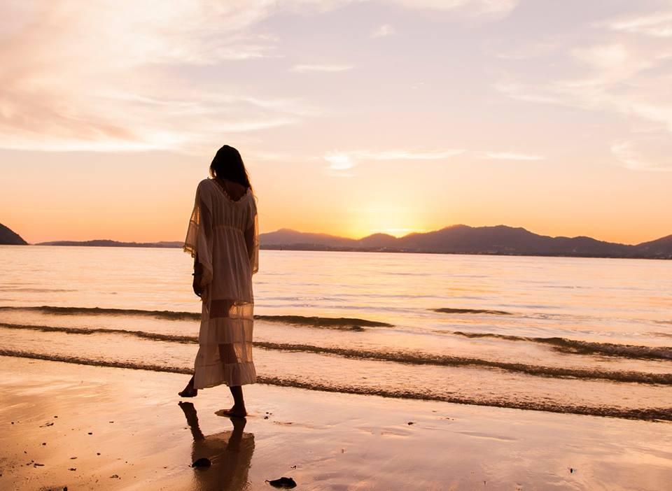girl shore.jpg
