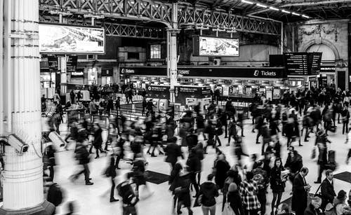 victoria-station-busy-people-victoria-735795